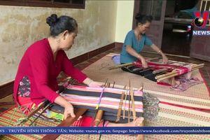 Khó khăn tìm đầu ra cho nghề dệt thổ cẩm ở Bình Phước