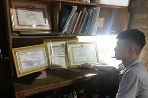 Quảng Bình: Con nhà nông, học trường làng đạt 2 điểm 10 trong kỳ thi THPT