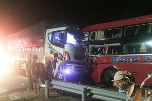 Xe khách đối đầu xe tải ở Đà Nẵng, 13 người thương vong