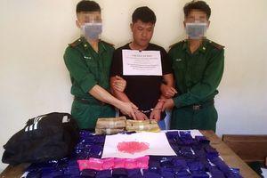 Bắt gọn một người Lào vận chuyển 24.000 viên ma túy qua biên giới