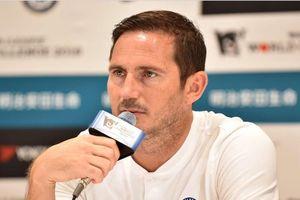 Vừa ngồi ghế HLV Chelsea, Frank Lampard đã bị CĐV đòi... sa thải