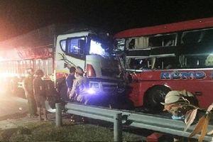 Xe khách đấu đầu xe tải, 13 người thương vong