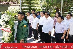 Đoàn công tác Ban Tổ chức Trung ương dâng hương, tặng quà tại Khu di tích Ngã ba Đồng Lộc