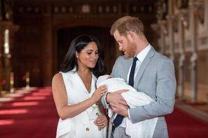 Hoàng tử Harry trở nên 'tuyệt vọng', chán nản hơn sau khi con trai đầu lòng chào đời vì lý do gây tranh cãi