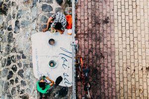 Khoảnh khắc 'lay động lòng người' của đôi vợ chồng vô gia cư dưới chân cầu Sài Gòn khiến bao người suy ngẫm