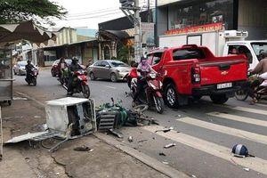TP.HCM: 'Xe điên' lao kinh hoàng vào xe máy làm 1 người nguy kịch