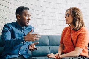 Trước khi quyết định thuê cố vấn tài chính, hãy hỏi họ 7 câu hỏi này