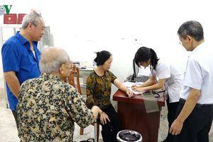 Khám, chữa bệnh cho 500 đối tượng chính sách ở Lạng Sơn