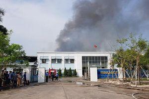 Công ty may ở Hải Dương bùng cháy dữ dội