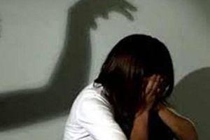 Hưng Yên: Ở nhà một mình, bé gái 14 tuổi bị người lạ sàm sỡ