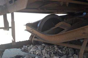 Đoàn tàu chở hóa chất ở miền trung Syria trúng mìn, bốc cháy