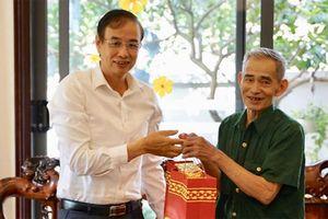 Lãnh đạo Thành ủy thăm hỏi, tri ân gia đình chính sách huyện Mê Linh