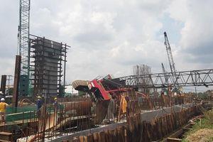 Cần cẩu ở công trình dự án chống ngập 10.000 tỷ bất ngờ đổ sập, 3 người may mắn thoát chết