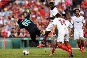 Được thi đấu hơn người, Liverpool vẫn nhận thất bại trước Sevilla