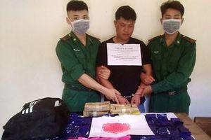 Bắt đối tượng người Lào vận chuyển 24.000 viên ma túy tổng hợp