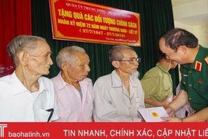 Phó Tổng Tham mưu trưởng Quân đội nhân dân tặng quà tri ân gia đình chính sách Hà Tĩnh