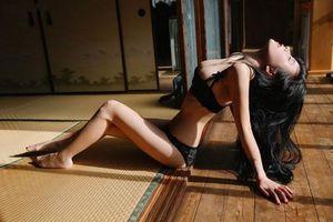 CLIP: Vẻ nóng bỏng của người mẫu nội y Trung Quốc 'chơi liều' để nổi tiếng