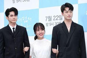Họp báo 'Moments of 18': Kim Hyang Gi - Ong Seong Woo đẹp đôi, khoảng cách chiều cao gây sốt