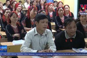 Lớp học xóa mù cho cho người Dao