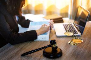 Ngân hàng có quyền phong tỏa tài khoản khách hàng?