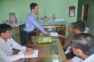 Sơn Tịnh (Quảng Ngãi): Thăm, trao tặng 300 suất quà cho các gia đình thương binh, liệt sĩ