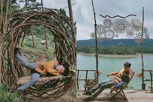 Bộ ảnh 'ngủ gật' của 9x Bình Thuận gây 'bão mạng' vì tư thế tạo dáng khó đỡ