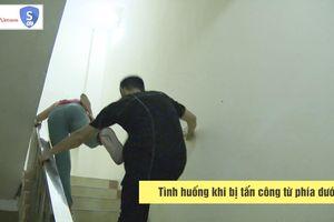 2 cách xử lý khi chị em bị tấn công trong cầu thang bộ