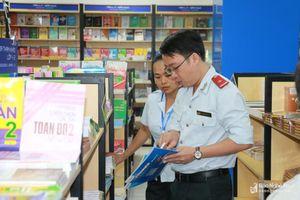 Phụ huynh ở Nghệ An hoang mang vì loạn thị trường sách giả, sách lậu