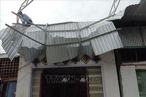 Dông lốc ở An Giang làm 1 người chết, trên 600 căn nhà bị sập và tốc mái