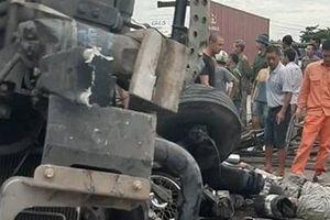 Đứng chờ sang đường, 6 người bị ô tô tải đè tử vong tại Hải Dương
