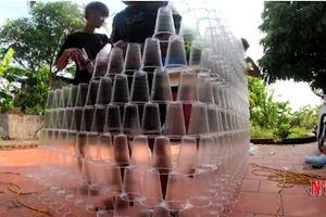 Dựng nhà bằng 5.000 chiếc cốc nhựa, vlogger Thái Bình tiếp tục bị dân mạng chỉ trích