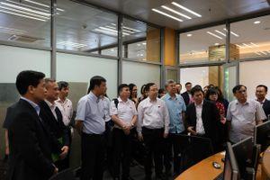 Đoàn đại biểu Quốc hội thăm, làm việc tại HNX để tìm hiểu một số hoạt động nghiệp vụ chứng khoán