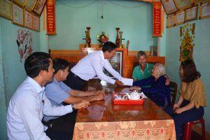 Quảng Ngãi: Mặt trận thăm hỏi, tặng quà Mẹ Việt Nam Anh hùng