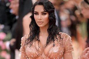 Bạn thân của Kim Kardashian bị tố ép người mẫu gửi ảnh khỏa thân