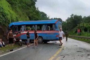 Tránh xe đầu kéo chạy lấn làn,xe khách chở đoàn giáo viên đi thiện nguyện đâm vào ta luy dương