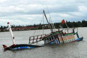 Quảng Bình: Chưa tìm thấy 5 thuyền viên mất tích trên biển