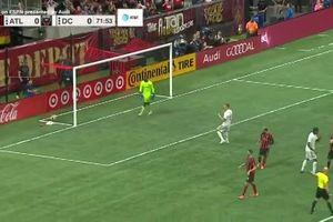 Học cách sút penalty nhí nhảnh của sao Chelsea, tiền đạo Venezuela đưa bóng lên trời