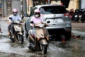Đường Lương Thế Vinh không mưa cũng ngập, nước bốc mùi hôi thối