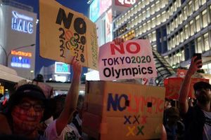 Nhiều người tập trung về Tokyo đòi Nhật dừng đăng cai Olympic
