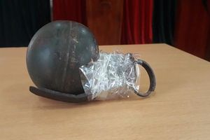 Bắt đối tượng buôn ma túy dùng lựu đạn cố thủ