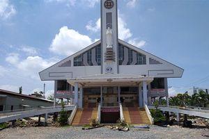 'Thần đèn' nâng nhà thờ gần 6.000 tấn ở Sài Gòn lên cao 2 mét