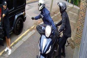 Bị kẻ cướp tấn công, sao Arsenal đáp trả bằng tay không