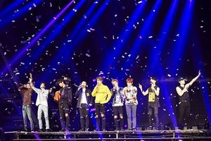 Yunho (TVXQ) bất ngờ xuất hiện trong concert của EXO khiến các fan thích thú