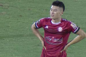 Clip: Đỗ Văn Thuận nhận thẻ đỏ khi chơi bạo lực với Văn Quyết