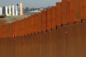Tòa án Mỹ cho phép Tổng thống dùng tiền quân đội xây tường biên giới