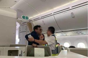 Yêu cầu khách thương gia nghi sờm sỡ phụ nữ trên máy bay giải trình