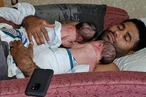 Hai em bé tử vong khi người bố bỏ quên trong ô tô suốt 8 tiếng