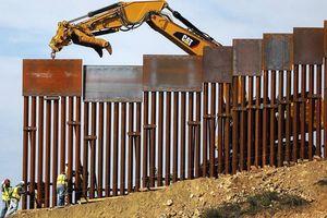 Dùng quỹ quân đội xây tường biên giới