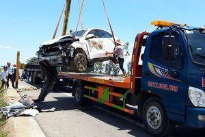 Xe hoa gặp tai nạn, cô dâu chú rể nhập viện khẩn cấp