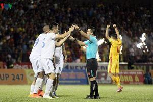 Clip: Những quyết định gây tranh cãi của trọng tài ở trận Thanh Hóa 2-3 HAGL